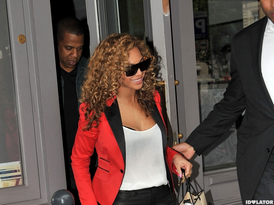 Beyonce And Jay-Z Head To Dinner In Paris