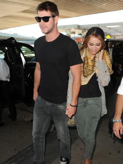 Miley Cyrus & Liam Hemsworth: Engaged!