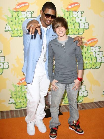 ¿Cuánto mide Justin Bieber? - Altura: 1,73 - Real height Justin-bieber-usher-2009-kids-choice-awards-420x560