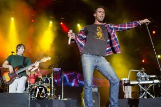 """Maroon 5 Covers Prince's """"Kiss"""" On 'Overexposed' Bonus Track: Listen"""