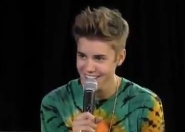 who is justin bieber dating october 2012 Justin bieber and selena gomez have been on october 2015: selena talks about justin while selena gomez is all justin bieber thinks about dating.