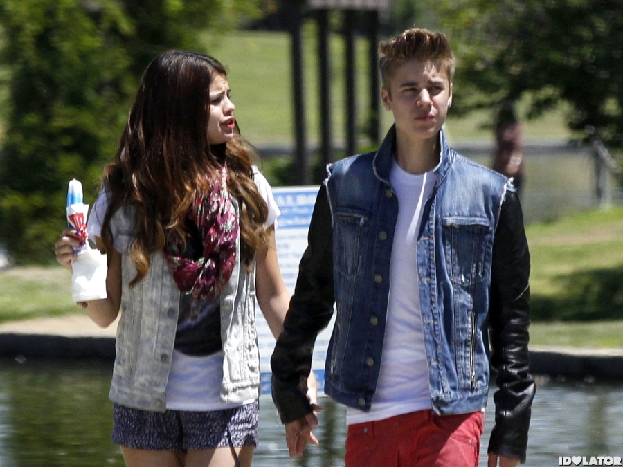 Justin Bieber & Selena Gomez Have An Ice Cream Date