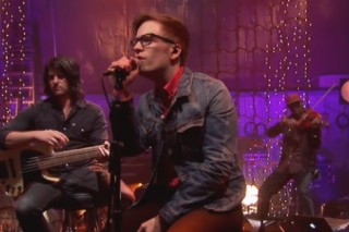 "Patrick Stump Joins Gym Class Heroes For ""Stereo Hearts"" On 'VH1 Unplugged'"