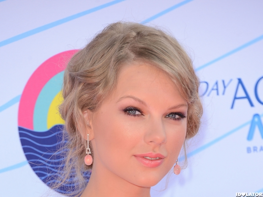 Taylor Swift At 2012 Teen Choice Awards
