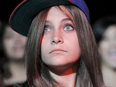 Paris Jackson hat