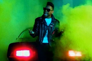 "Miguel Goes Retro In ""Adorn"" Video"