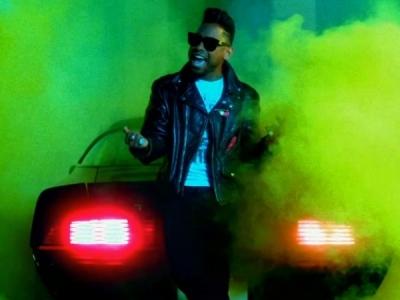 """Miguel Goes Retro In """"Adorn"""" Video"""