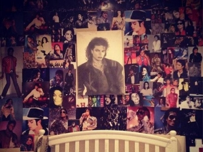 Paris Jackson Tweets Pic Of Her Michael Jackson Photo Shrine