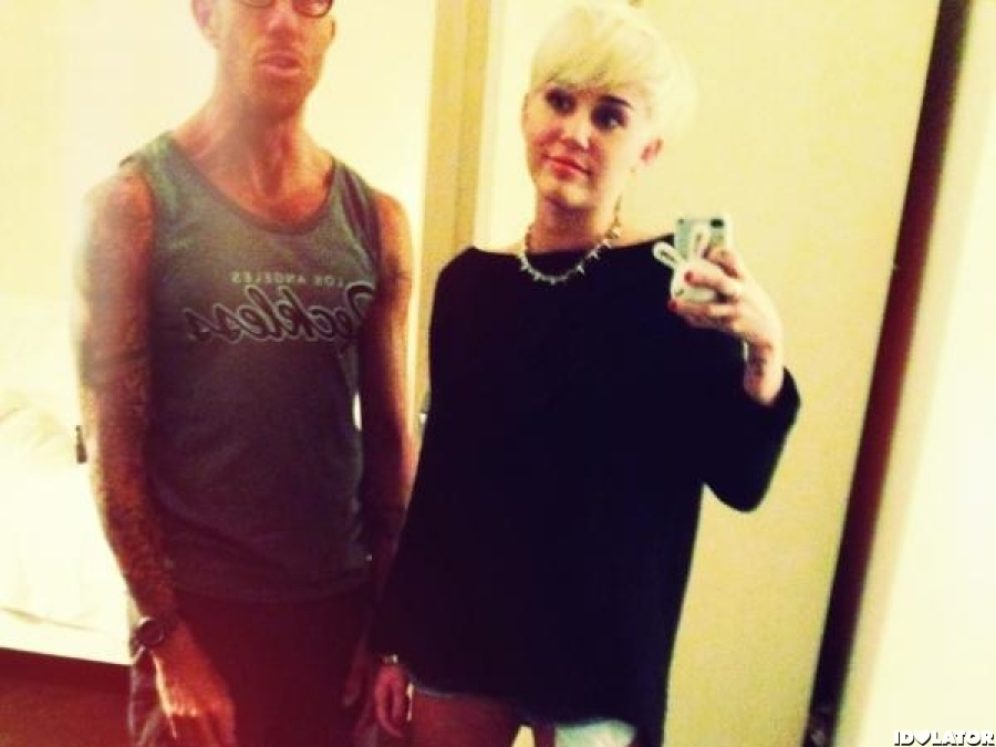 Miley Cyrus Cuts Her Hair Short