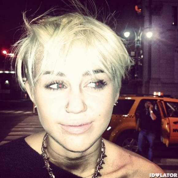 Miley Cyrus Cuts Her Hair Short