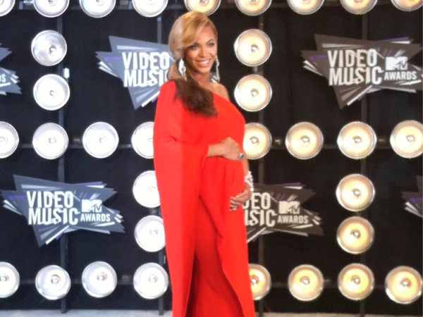 Beyonce Timeline: 2011 MTV Video Music Awards