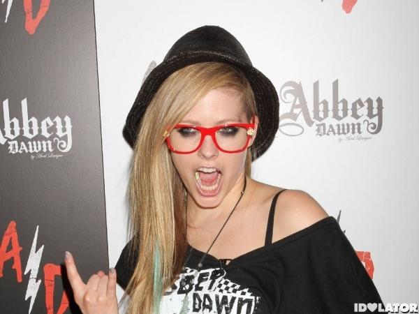 Avril Lavigne Magic Convention