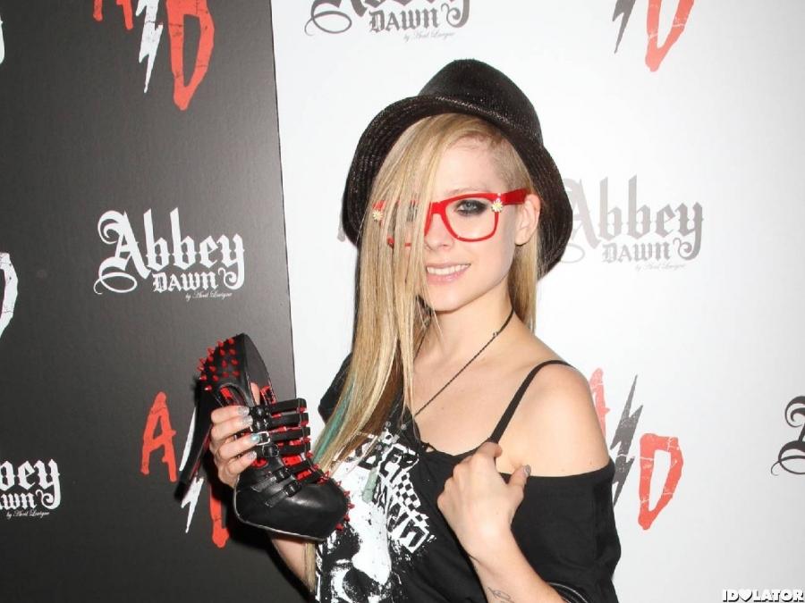 Avril Lavigne At Vegas Fashion Convention