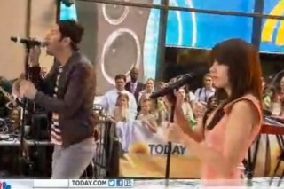 "Owl City and Carly Rae Jepsen Sing ""Good Time"" On The 'TODAY' Show"