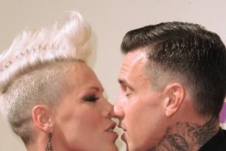 2012 MTV Video Music Awards: Pink Blows Carey Hart A Kiss