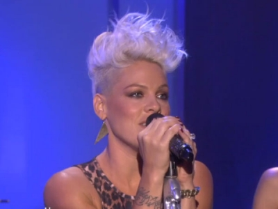 Pink Blow Me One Last Kiss Live On Ellen