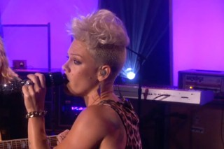 """Pink Performs """"Who Knew"""" Live On Ellen"""