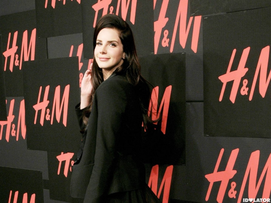 Lana Del Rey Walks H&M's Red Carpet