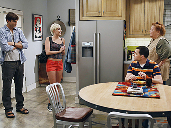 Miley Cyrus Shoots Her '2 And A Half Men' Episode