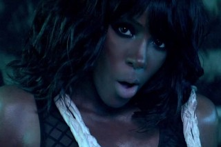 "Kelly Rowland And Lil Wayne Steam Up Their ""Motivation"" Video"