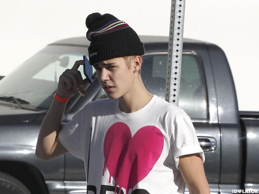 Justin & Selena Go To A Trampoline Park