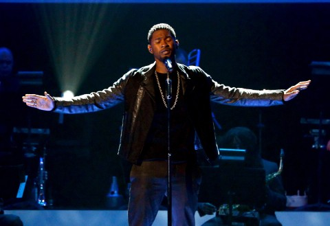 "Usher's Whitney Houston Tribute: Watch Him Perform ""I Believe In You And Me"""