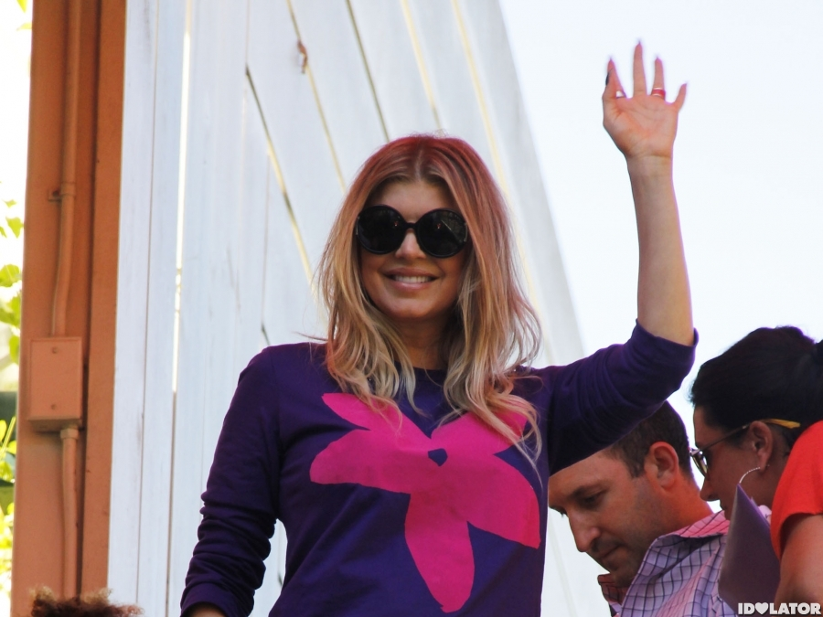 Fergie Drops By 'Extra'