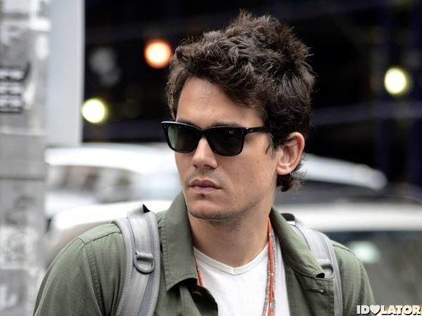 Exclusive - John Mayer Strolls Around New York City