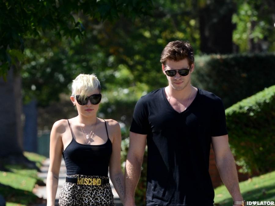 Miley & Liam Take A Romantic Walk