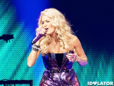 carrie underwood performing 221012