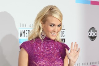 2012 American Music Awards: Carrie Underwood Blows Us Away In Purple