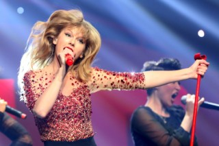 "Taylor Swift Performs ""I Knew You Were Trouble"" At KIIS FM's Jingle Ball In LA"