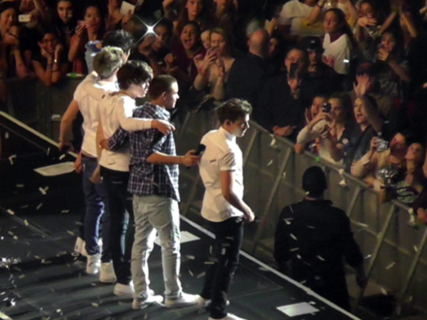 One direction s takeover of madison square garden as seen - Harry styles madison square garden ...