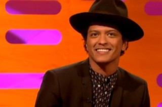"""Bruno Mars Talks French Strippers And Gets """"Locked Out Of Heaven"""" On 'Graham Norton'"""