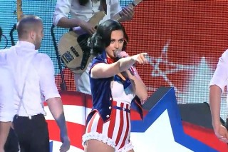 """Katy Perry Is A """"Firework"""" And More At Kids' Inaugural Concert: Watch"""