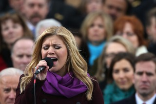 "Kelly Clarkson Sings ""My Country, 'Tis Of Thee"" At President Obama's Inauguration: Review Revue"