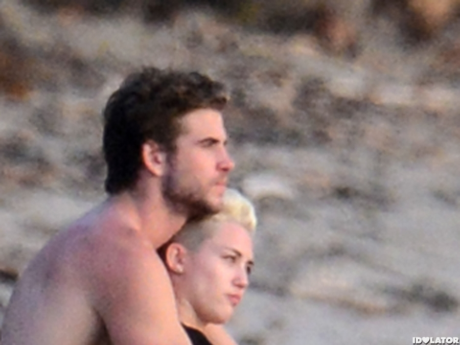 Miley & Liam Cuddle In Costa Rica