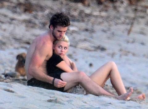 Miley Cyrus & Liam Hemsworth Get Cozy In Costa Rica