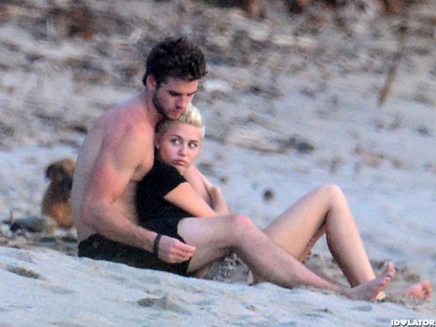 Miley & Liam Cuddle In Costa Rica