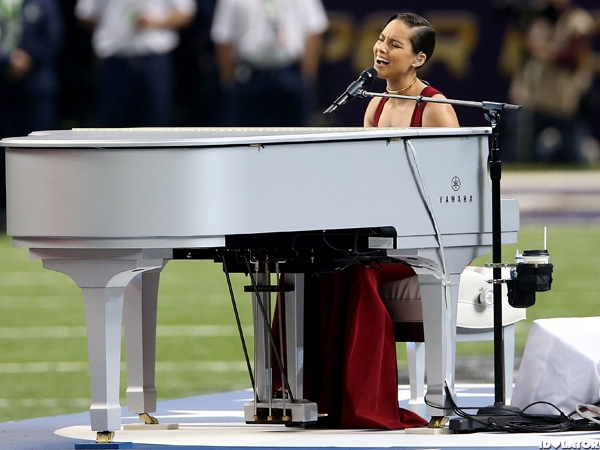 "Alicia Keys Performs The ""Star-Spangled Banner"""