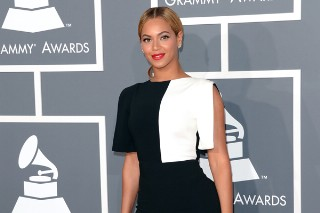 Grammy Awards 2013: Beyonce Doesn't Need To Wear A Gown On The Red Carpet, She's Beyonce