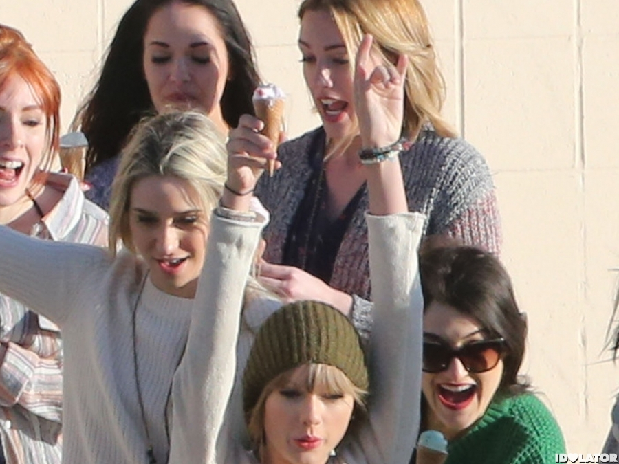 Look How Carefree Taylor Is!