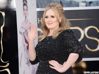Oscars 2013: Adele Makes Her Red Carpet Entrance