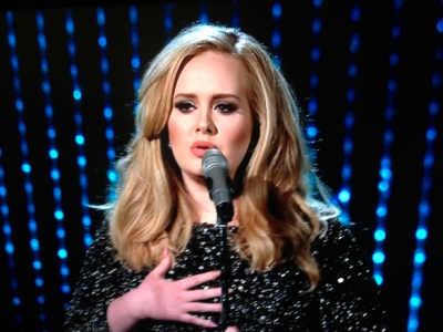"""Adele's """"Skyfall"""" Performance At The Oscars: Review Revue"""