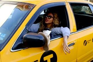 Beyonce Poses In A Taxi & Takes Out Blue Ivy, Nothing Else Matters