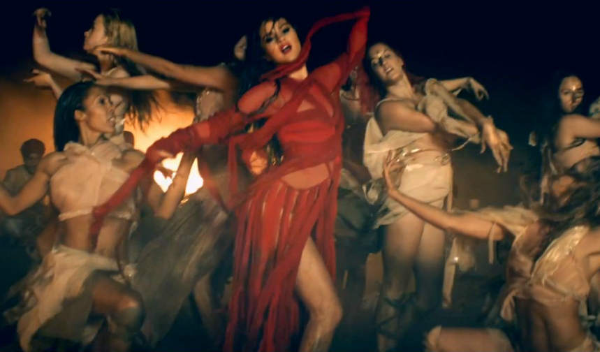 "Selena Gomez's ""Come & Get It"" Video: Watch The Expansive ..."
