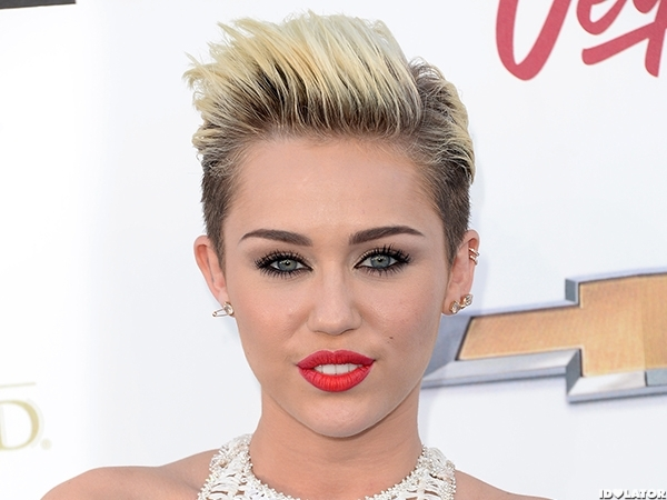 Miley Cyrus Turns Heads At The 2013 Billboard Music Awards