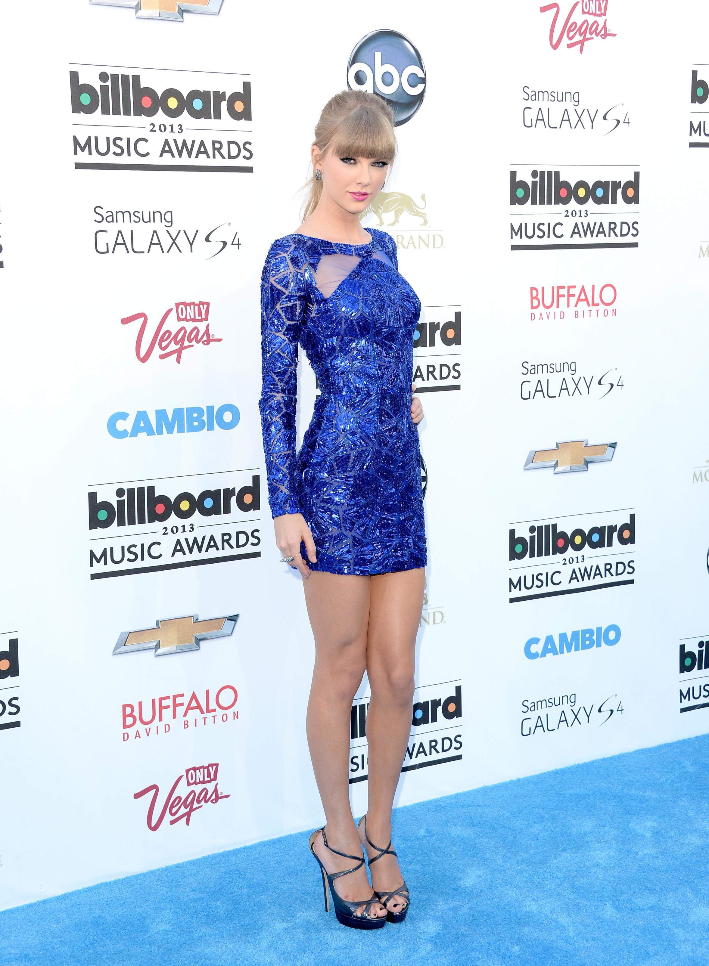 Pigeon Toed Celebrities Billboard Music Awards...