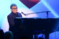 "Elton John To Receive BRITs ""Icon"" Award: Morning Mix"
