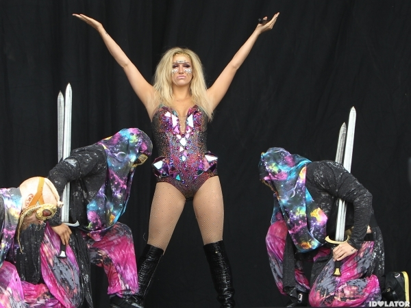 Ke$ha Is A Rock Goddess At Wireless